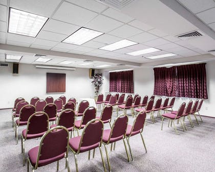 Meeting room | Quality Inn Grand Suites Bellingham