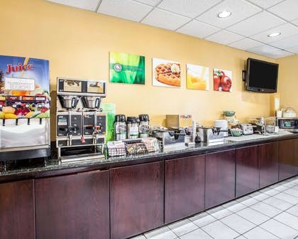 Breakfast bar | Quality Inn Grand Suites Bellingham