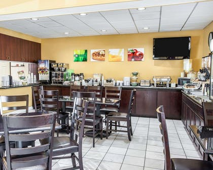 Spacious breakfast area | Quality Inn Grand Suites Bellingham