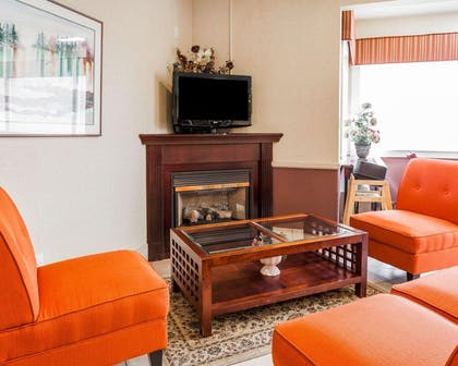 Relax by the fireplace in the lobby | Comfort Inn Kelso - Longview