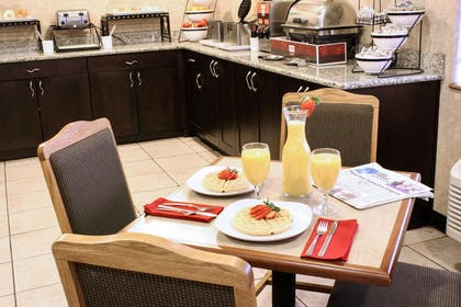 Free breakfast with waffles | Comfort Inn Central University South