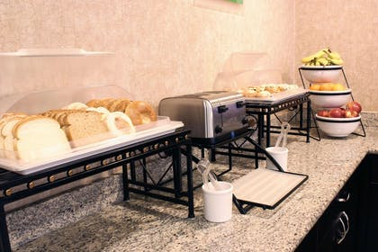 Hot and cold breakfast buffet | Comfort Inn Central University South