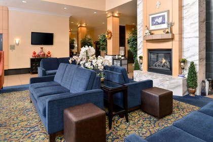 Spacious lobby with sitting area | Comfort Suites Airport