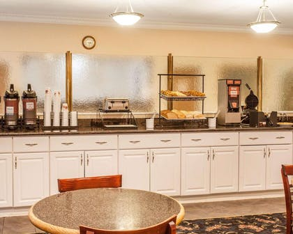 Breakfast area | Comfort Inn Conference Center Tumwater - Olympia