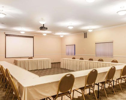 Meeting room with u-shaped setup | Comfort Inn Conference Center Tumwater - Olympia