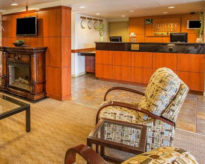 Hotel lobby | Quality Inn and Suites Everett
