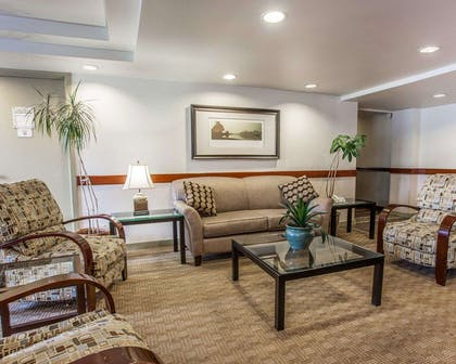Lobby with sitting area | Quality Inn and Suites Everett