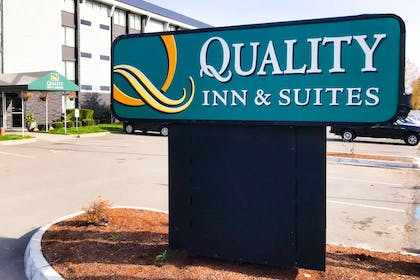 Hotel exterior | Quality Inn and Suites Everett