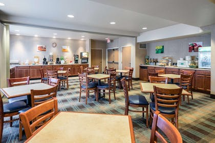 Spacious breakfast area | Quality Inn & Suites at Olympic National Park