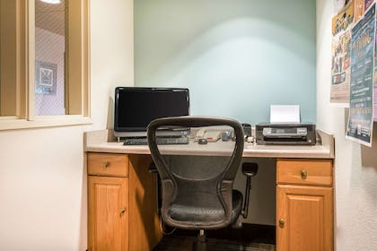 Business center | Quality Inn & Suites at Olympic National Park