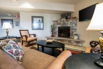 Lobby | Quality Inn & Suites at Olympic National Park
