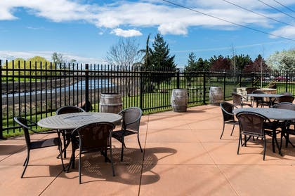 Patio | Comfort Inn And Suites Walla Walla