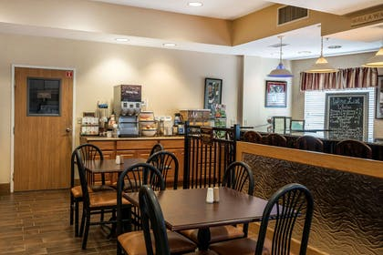 Breakfast area | Comfort Inn And Suites Walla Walla