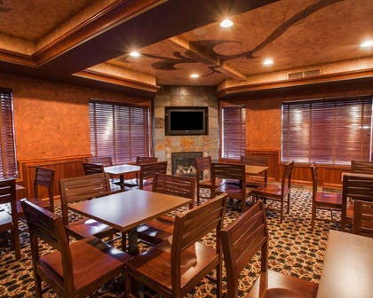 Enjoy breakfast in this seating area | Comfort Suites Moses Lake