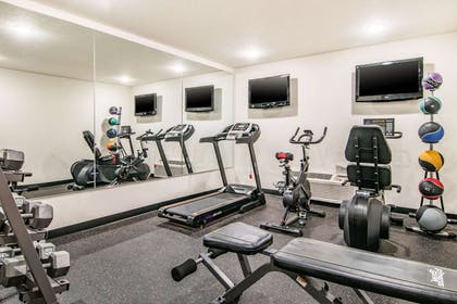 Exercise room   Comfort Inn & Suites Downtown Vancouver