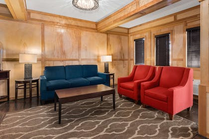 Lobby with sitting area   Comfort Inn & Suites Downtown Vancouver