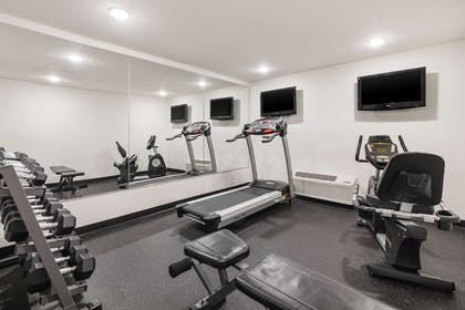 Fitness center   Comfort Inn & Suites Downtown Vancouver