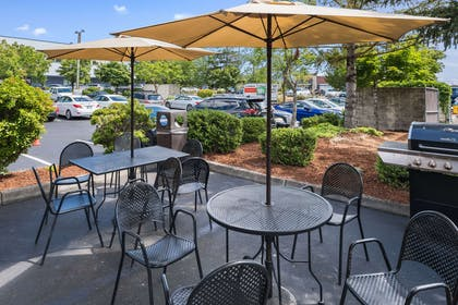 Hotel patio | Quality Inn & Suites