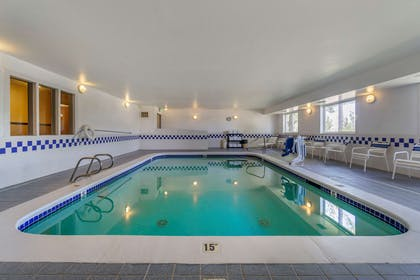 Relax by the pool | Comfort Inn Kennewick