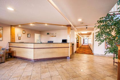 Front desk   Quality Inn And Suites Vancouver