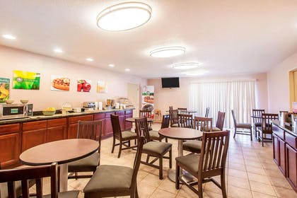 Spacious breakfast area   Quality Inn And Suites Vancouver