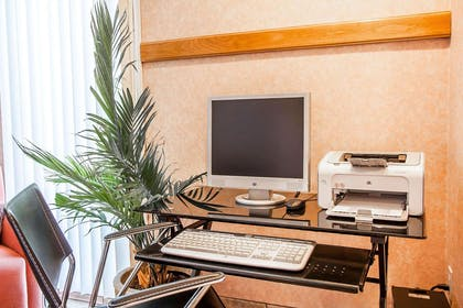 Computer in the lobby   Quality Inn And Suites Vancouver
