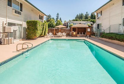 Outdoor pool   Quality Inn And Suites Vancouver