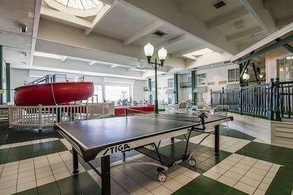 Hotel with table tennis | Comfort Suites Appleton Airport