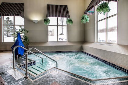 Indoor hot tub | Comfort Suites Madison