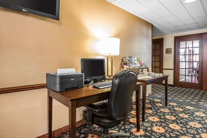 Business center | Comfort Suites Madison