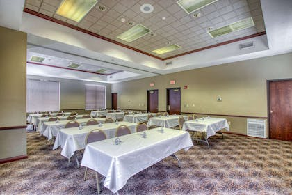 Meeting room | Comfort Suites Madison