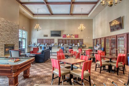 Breakfast area | Comfort Suites Madison