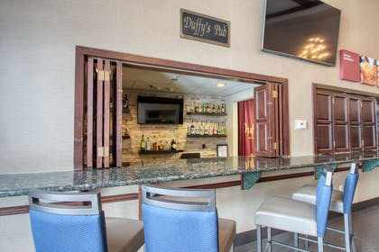 Hotel bar | Comfort Suites Madison