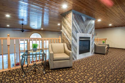 Spacious lobby with sitting area | Comfort Suites Wisconsin Dells Area