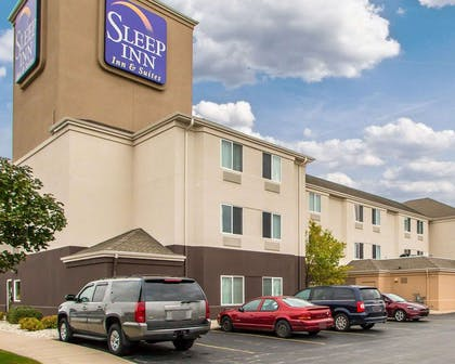 Hotel near airport | Sleep Inn & Suites Green Bay South