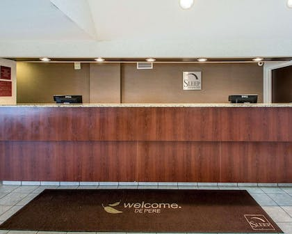 Front desk with friendly staff | Sleep Inn & Suites Green Bay South