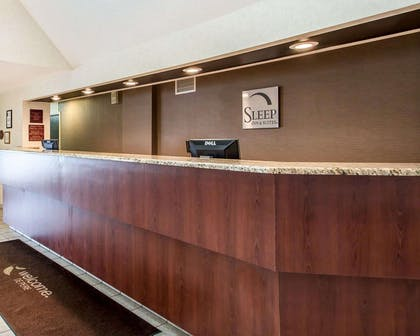 Front desk | Sleep Inn & Suites Green Bay South