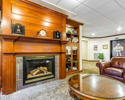 Lobby with fireplace | Kress Inn, an Ascend Hotel Collection Member