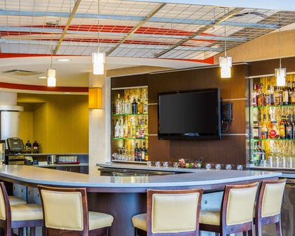 Restaurant and cocktail lounge | Cambria Hotel Madison East