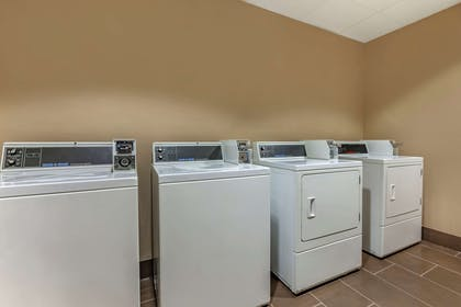 Guest laundry facilities | Comfort Suites Milwaukee - Park Place