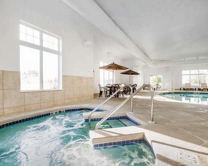 Indoor pool with hot tub | Comfort Inn Plover-Stevens Point