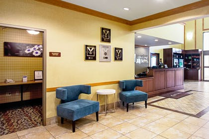 Lobby with sitting area | Sleep Inn And Suites Madison