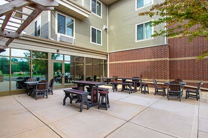 Hotel patio | Sleep Inn And Suites Madison
