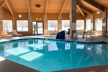 Indoor pool | Quality Inn & Suites Sun Prairie Madison East