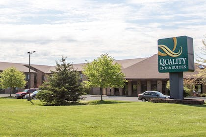 Hotel exterior | Quality Inn & Suites Sun Prairie Madison East