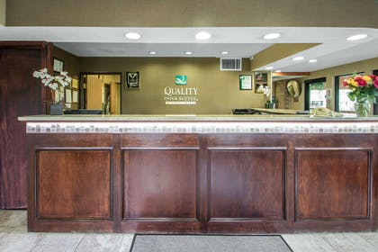 Hotel lobby | Quality Inn & Suites Sun Prairie Madison East