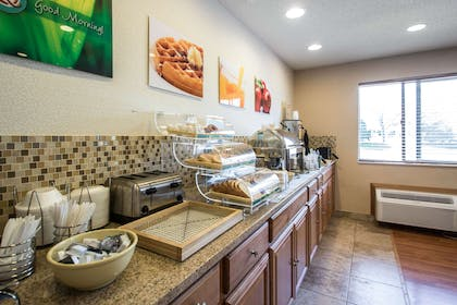 Breakfast area | Quality Inn & Suites Sun Prairie Madison East