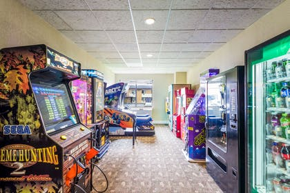 Game room   Quality Suites Milwaukee Airport