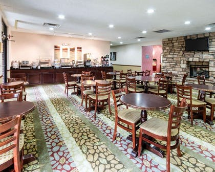 Enjoy breakfast in this seating area | Comfort Suites Parkersburg South