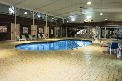 Indoor pool | Clarion Hotel